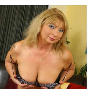 Rosebud - I am a very voluptuous XL curvy woman 57 years old, with massive big titties just for you to play wit, 44 DD. I just love to slide that lovely man of yours into my mouth.