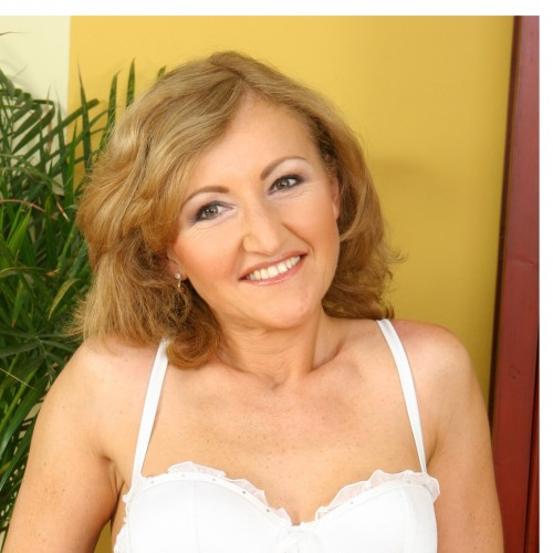 Kathleen - Hi I'm Kathleen, a mature sexy lady in my 60's with loads of experience.  I love sucking cocks and role play. I come across as sweet and innocent but I can be really naughty.